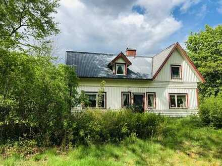 Kleinerer Hof mit Renovierungsbedarf und Nähe zum Lagan Å