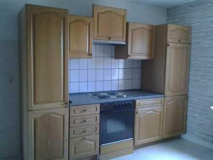 Vollständig renovierte 3-Zimmer-Wohnung mit Balkon und Einbauküche in Battweiler