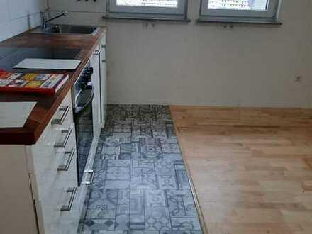 2 Zimmer Wohnung,,Parkett,Fliesen,ruhige Lage,5 Min. zur Fachhochschule,Kammgarn,Klinikum,Einbauküch