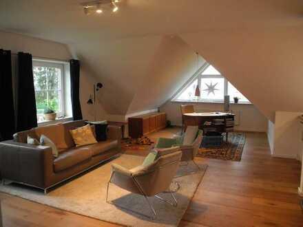 Helle Dachgeschosswohnung mit fünf Zimmern und Einbauküche in Neumünster