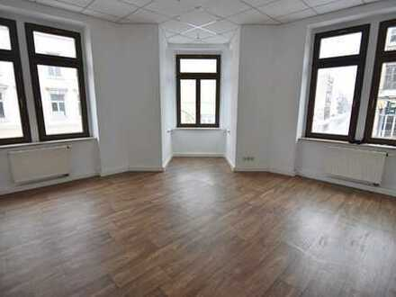 Augen auf! Gut geschnittene 5-Raum-Wohnung in zentraler Lage mit Option auf EBK!