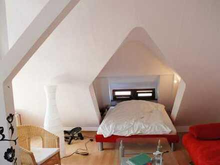 Der Jugendstil hat auch im Dachgeschoss seine zarten Seiten: individuell und schön - Gaisbergblick