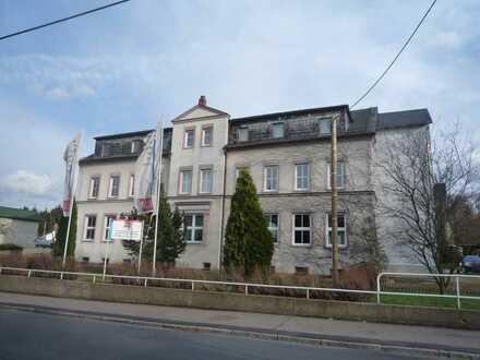 Zum Verkauf: Schul- und Verwaltungsgebäude