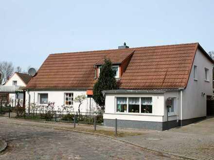 + Maklerhaus Stegemann + Einfamilienhaus mit ELW und Gästehaus fußläufig vom Strand entfernt