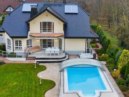 Exklusives freistehendes Einfamilienhaus mit Pool in Rödermark