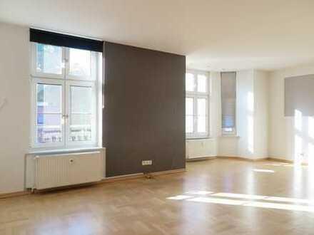 Renovierte 2,5 Zimmer-Wohnung mit Parkett und Top-Badezimmer mit Duschwanne!