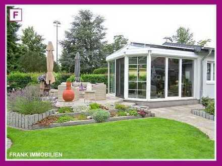 FRANK IMMOBILIEN - Einziehen und wohlfühlen! Bungalow mit einzigartiger Garten-Oase!
