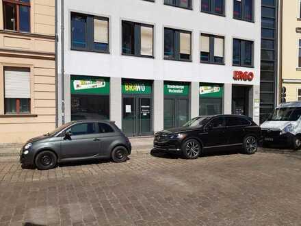 City von Brandenburg/Havel, Büro-/ Praxisfläche im Erdgeschoss mit Blick ins Grüne