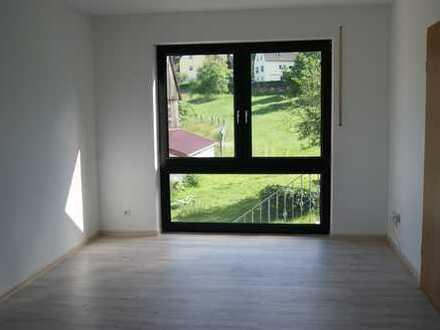 Frisch renovierte 2-Zimmer-Wohnung mit Blick ins Grüne