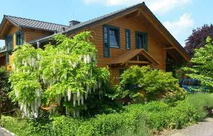 Lichtdurchflutetes Haus mit acht Zimmern im Naturpark Siebengebirge in Königswinter - Provisionsfrei