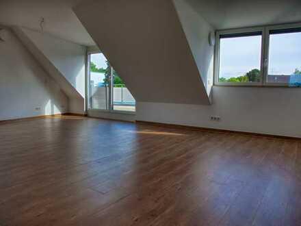 Gepflegte 4-Raum-Dachgeschosswohnung mit Balkon und EBK in München-Forstenried - Bitte KEINE MAKLER!