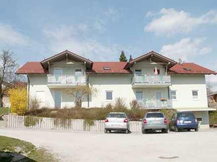 Helle und gemütliche 4-Zi.-Dachgeschoß-Wohnung (1.OG) mit großem Balkon in Patersdorf