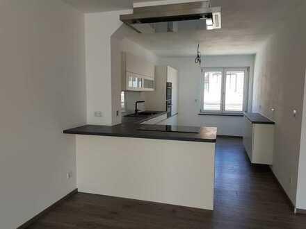 ERSTBEZUG: Moderne DG Wohnung in den Quadraten mit EBK, Fahrstuhl, Stellplatz und Loggia