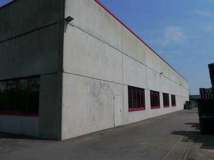 Lagerhalle mit Rangierplatz und eigener Verladezone zu vermieten