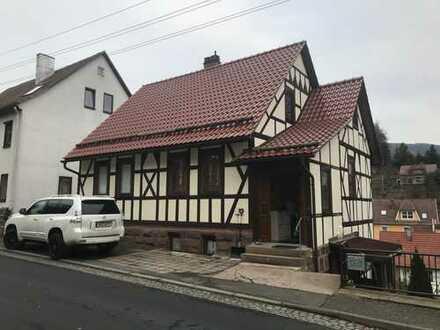 Großes Wohnhaus mit Einliegerwohnung und Garten