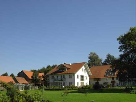 Traumobjekt in ruhigster Lage - 2 Häuser (optional weitere 3 Wohneinheiten) - 8 Hektar Land - See