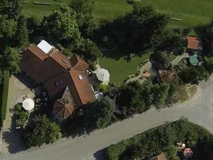 Charmantes Einfamilienhaus mit Schwimmbad und Traumgarten