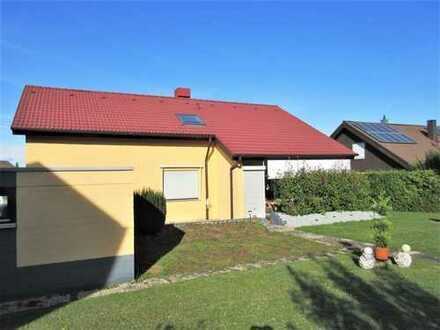 Eigentumswohnung im Zweifamilienhaus mit Garagenstellplatz und eigenem Gartenanteil