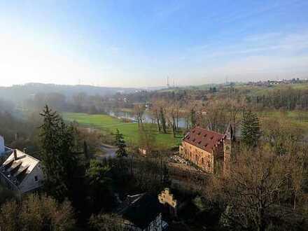 Traumhafte Aussicht ins Neckartal! 2-Zimmer-Dachgeschosswohnung mit Einbauküche und Keller!