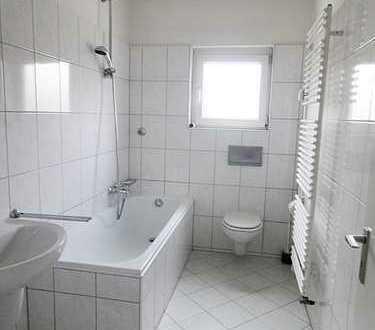 Renovierte, hell durchflutete 2 Zimmerwohnung mit viel Platz