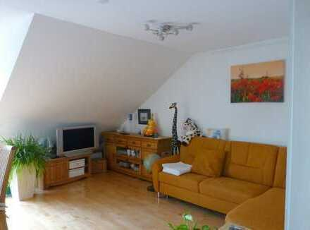 Sehr gemütliche 3- ZKB-Dachgeschoss - Wohnung