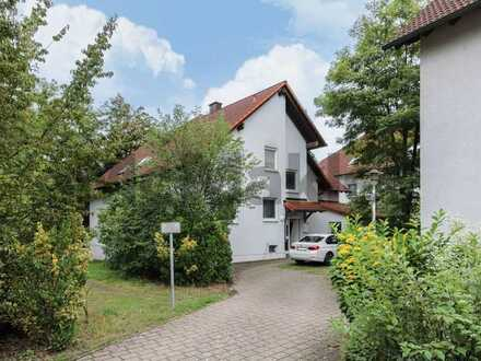 Für Naturfreunde und Pendler: Charmante, topangebundene 5-Zi.-DG-Whg. mit Balkon und Blick ins Grüne