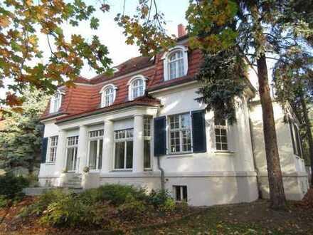 Villa mit 543,00 qm Nutzfläche und gehobener Ausstattung zu vermieten! Carport & Parkplätze vorh.!