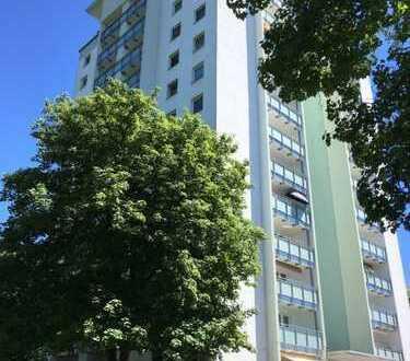 4-Zimmer-Wohnung 11.Etage mit Balkon und Stelplatz in Bergisch Gladbach