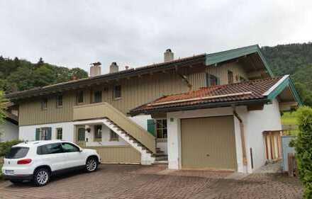 Vollständig renovierte 2-Zimmer-DG-Wohnung mit Balkon und EBK in Unterwössen
