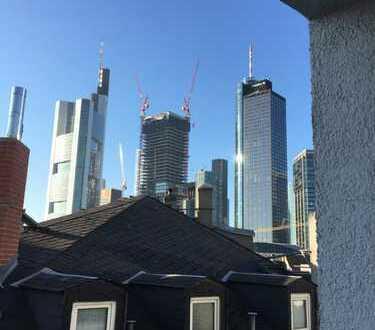 Stilvolle 1-Zimmer-Wohnung mit Einbauküche und Skylineblick in Frankfurt am Main