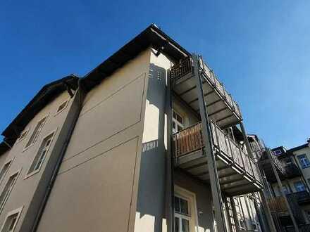 ...toller Grundriss // komplett renoviert! sonnige DG-Wohnung mit Balkon