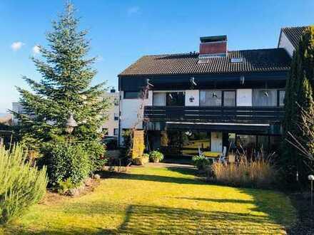 Geräumiges Ein- bis Dreifamilienhaus mit Garage und Garten