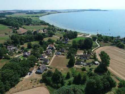 Reetdachhaus mit großem Grundstück und Blick auf den Greifswalder Bodden