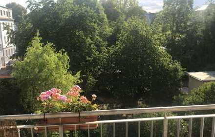 Großes WG-Zimmer, zentrumsnah mit Balkon und Garten
