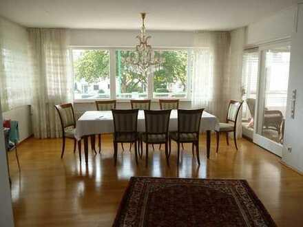 Großzügige Galeriewohnung auf 2 Etagen mit Wintergarten, Balkon und Doppelgarage