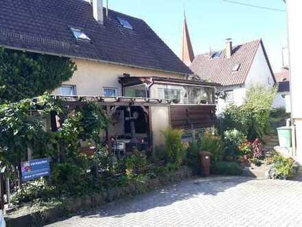 Grosszügige, schöne 3-Zimmer-Wohnung mit Wintergarten, Terrasse und EBK in Ditzingen-Hirschlanden