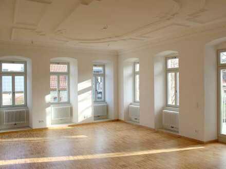 Wohnen im Schloss- aparte, großzügige 3- Zi. Whg Würzburg-Rottenbauer, Balkon, Erstbezug