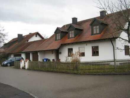 Vollständig renovierte 3-Zimmer-Wohnung mit Balkon und EBK in Bergheim / Unterstall