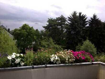 Sonnige und geräumige Dachgeschoss Wohnung in Bonn, Oberkassel