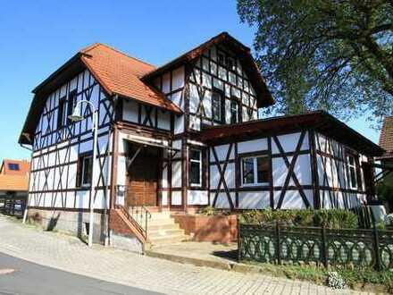 1-2 Familiehaus (ehemalige Gaststätte) mit Garage und schönem Grundstück