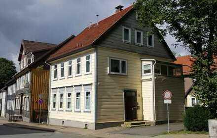 Premium 6-Zimmer-Wohnung mit Wintergarten in zentraler Lage
