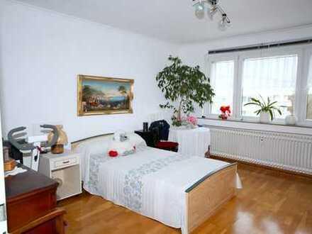 VON PRIVAT ! 3-Zimmer-Wohnung mit Balkon / Stellplatz / Köln (Weidenpesch)