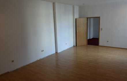 Helle 2-Zimmer-Wohnung in Neukölln; sehr großes Wohnzimmer. Besichtigung: 15.12.18, 13 Uhr