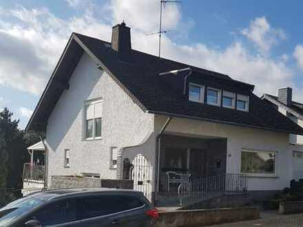 Einfamilienhaus mit Einliegerwohnung und herrlichem unverbaubarem Blick ins Grüne
