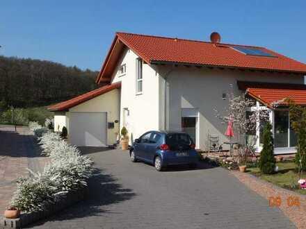 Neuwertiges Einfamilienhaus im Grünen mit 3 Zimmern und Einbauküche in Bennhausen