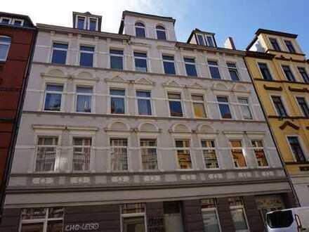 Sanierte Wohnung mit EBK und eigenem Innenhof - WG geeinget