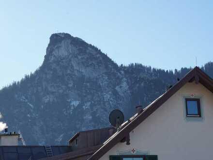 Schöner Wohnen unter`m Dach! Herrliche 4 Zimmer Dachgeschosswohnung mit 3 Balkonen IN Oberammergau