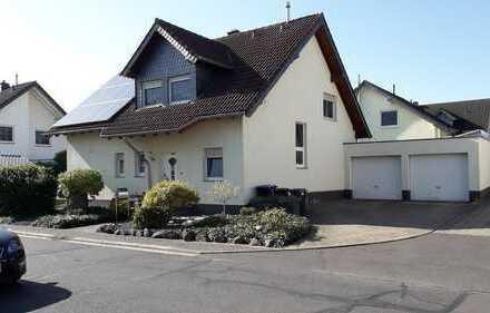 schönes freihstehendes Einfamilienhaus mit Doppelgarage und Photovoltaikanlage in Mertloch