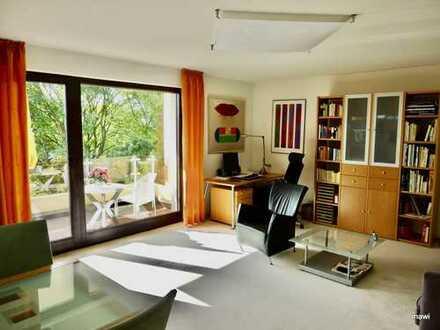 Exklusive, geräumige und neuwertige 2-Zimmer-Wohnung mit Balkon und EBK in Bonn
