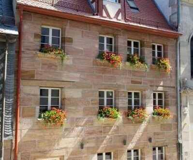 Leben mit ganz viel Charme ... Historisches Stadthaus mit Freisitz und Dachterrasse ...